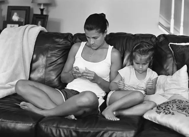 11 Pictures To Show You Our Life Will Be Without Smartphones