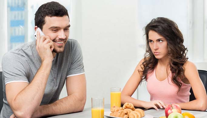 The 10 Pitfalls Of Dating A Beautiful Woman